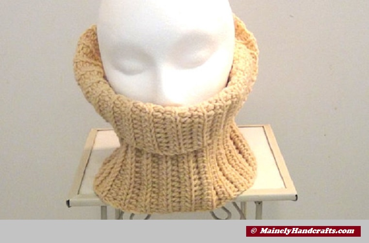 Neckwarmer Beige Fitted Cowl